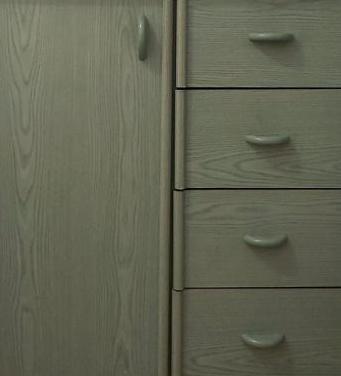 Coqueta con cajones y puerta