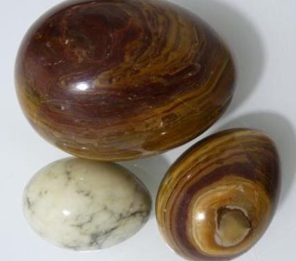 Huevos de ágata y mármol