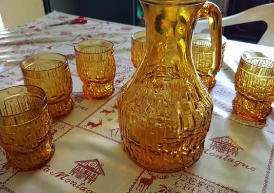 Jarron y 6 vasos de cristal antiguos
