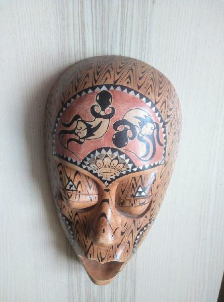 Mascara artesanal de madera hecha a mano