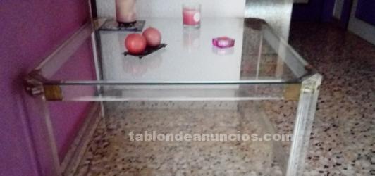 Mesa baja de cristal.