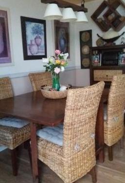 Mesa de comedor/sillas/mueble