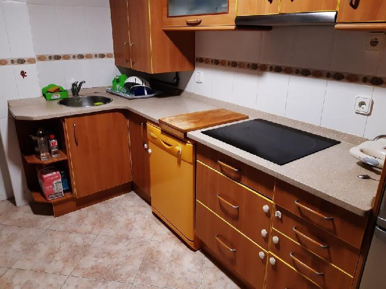 Muebles de cocina y electrodomésticos buen estado
