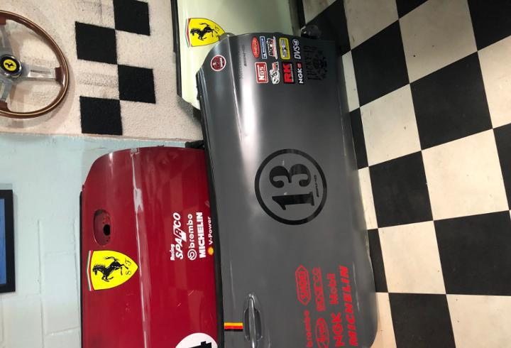 Puerta delantera tematizada mercedes amg racing