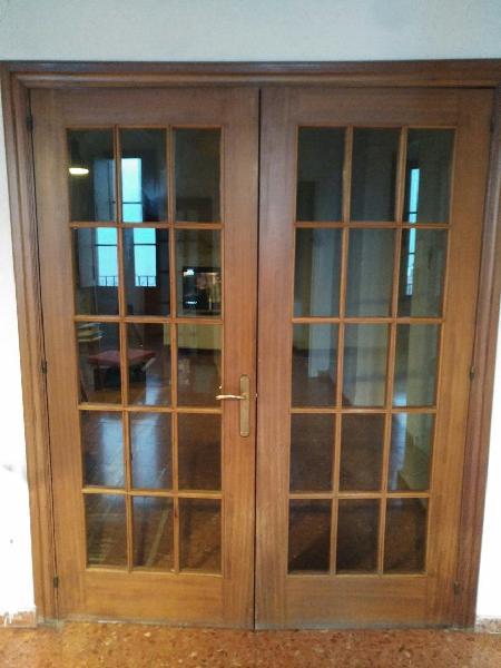 Doble puerta de madera