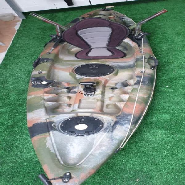 Kayak de pesca con sonda y gps