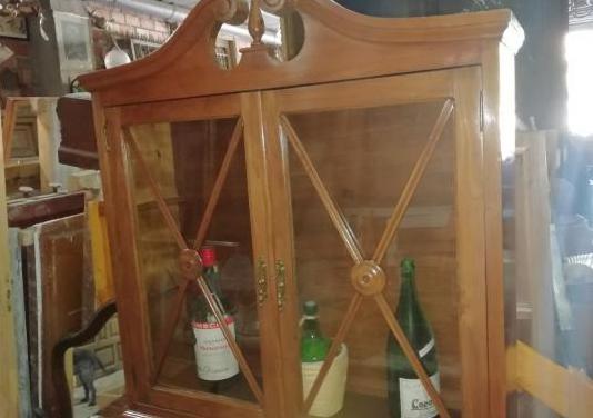Mueble madera vitrina para colgar