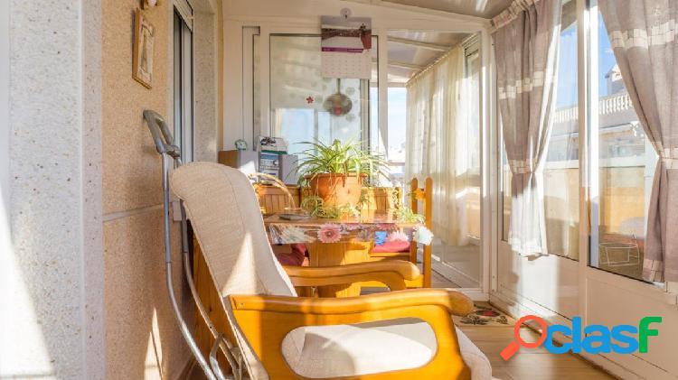 Perfecto ático con el solárium privado en la playa del cura, torrevieja.