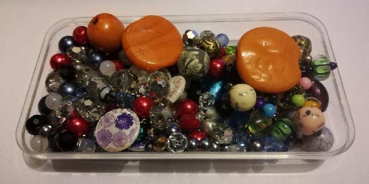 Abalorios y bolas para. bisutería