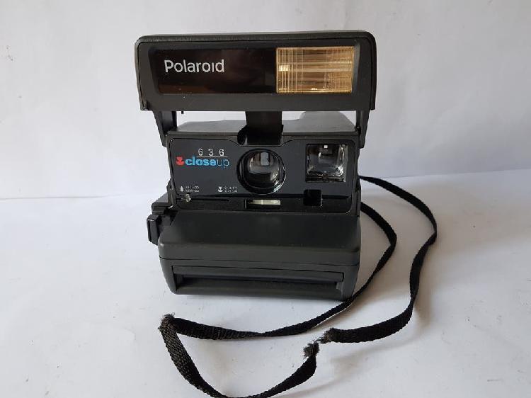 Camara polaroid 636 close up.