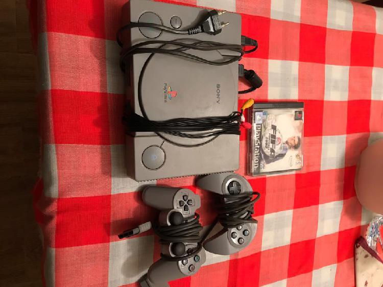 Consola playstation 1 y juego fifa 2001
