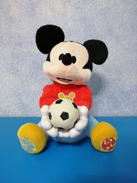 Mickey mouse lanza pelota