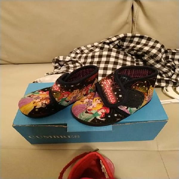 Lote dos pares de zapatillas