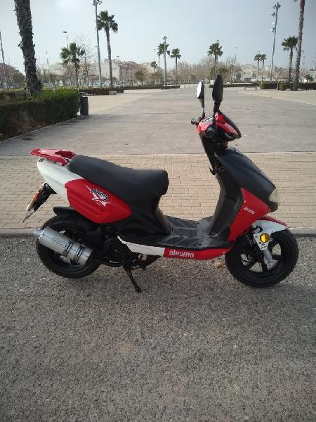 Moto de 125 prácticamente nueva