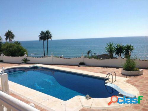 Espectacular villa cerca de marbella con 550 m2 construidos sobre una parcela de 1600 m2 en 1ª linea