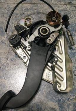 A2044201583 pedal freno estacionamiento