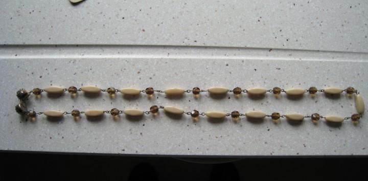 Antiguo y bonito collar longitud total 66 cmts buen estado