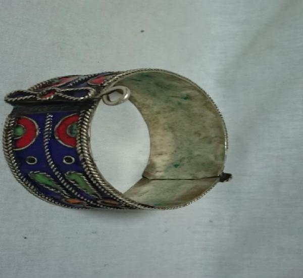 Brazalete pulsera metálico tipo árabe