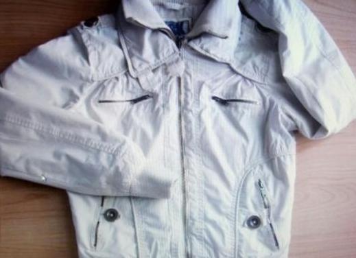 Bershka chaqueta beige talla 38