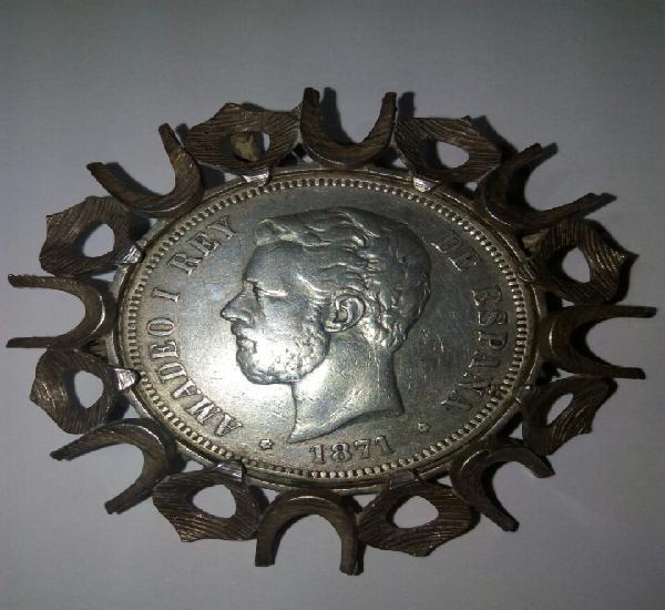 Broche de plata con moneda de 5 pesetas de amadeo i.