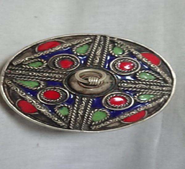 Caja metálica de polvos de tocador tipo árabe