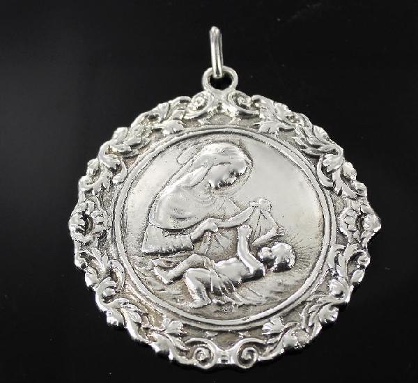 Medallon de plata cuna virgen con niño