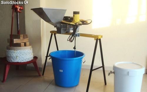Mini almazara para la elaboración casera de aceite de