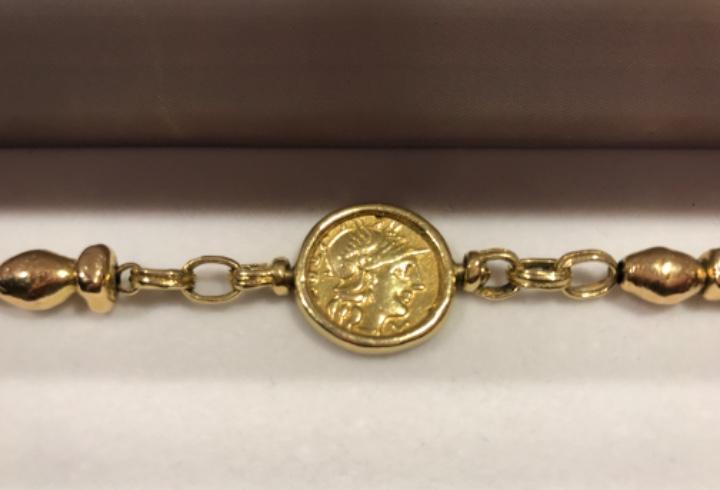 Pulsera de oro con moneda de augustus época imperio romano