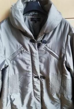 Abrigo gris verdoso de mujer