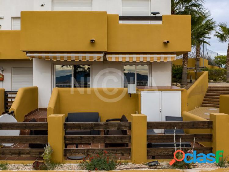 Apartamento de 2 dormitorios y 2 baños en lomas del mar v.