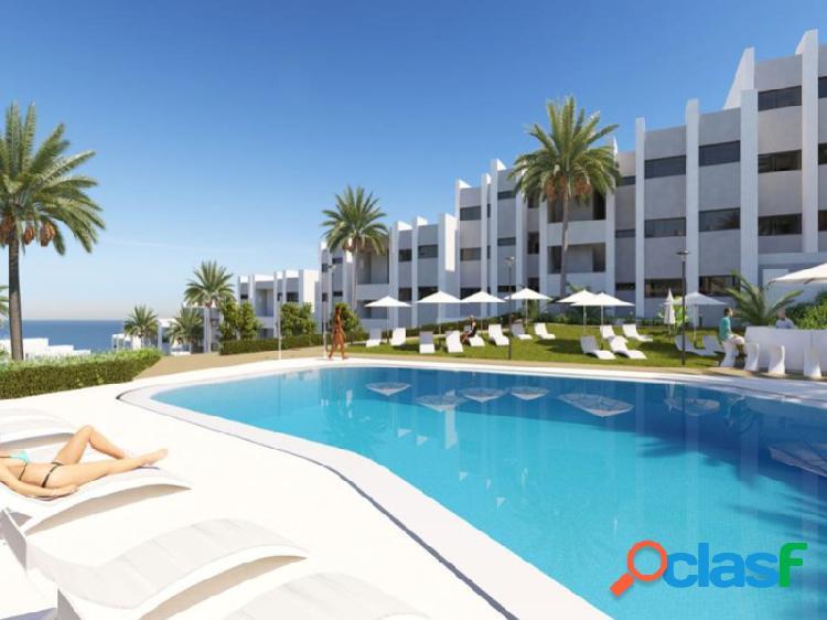 Nueva promoción de apartamentos de 3 dormitorios y áticos situado excepcionalmente con vistas al mar mediterráneo y las playas vírgenes de manilva (españa)