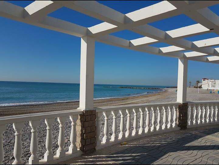 Alquilo apartamento zona playa