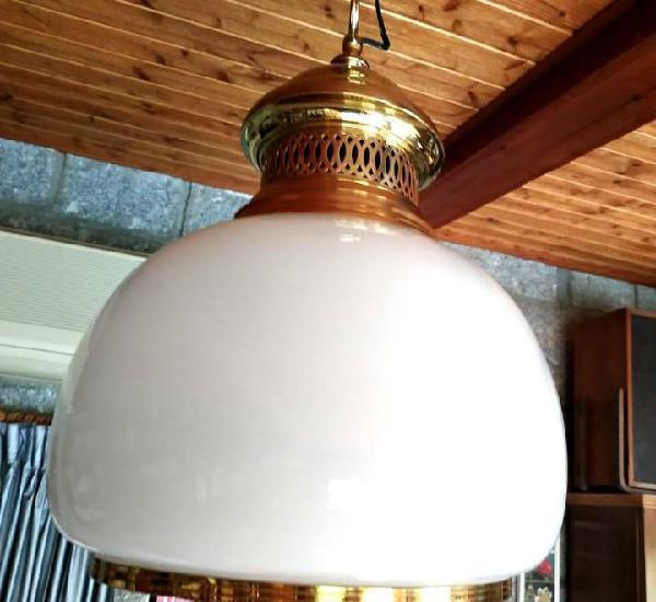 Globo blanco de cristal de techo con aros de metal dorado