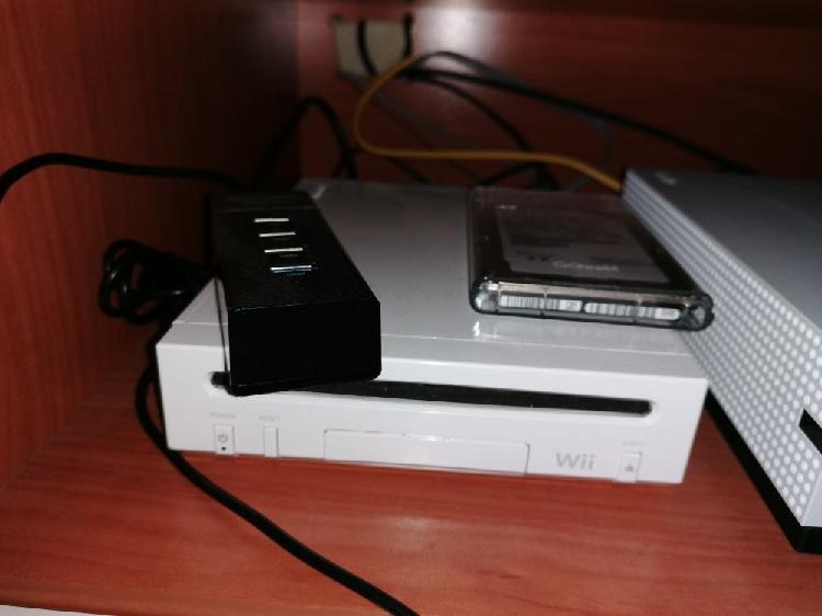 Nintendo wii blanca con unos 60 juegos