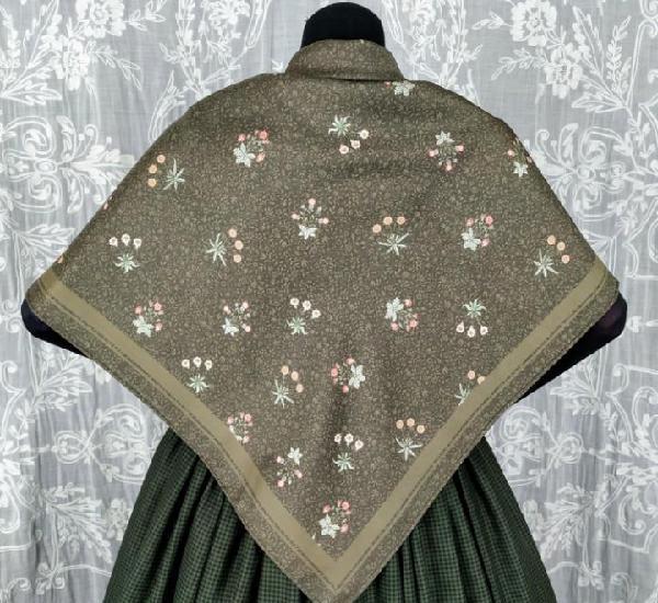 Pañuelo para indumentaria tradicional