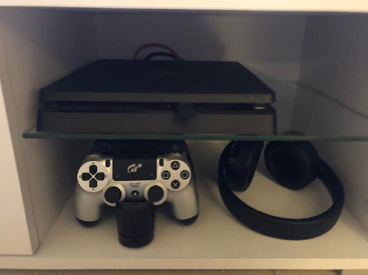 Ps4 500gb + 2 mandos y cargador + cascos + 5 games