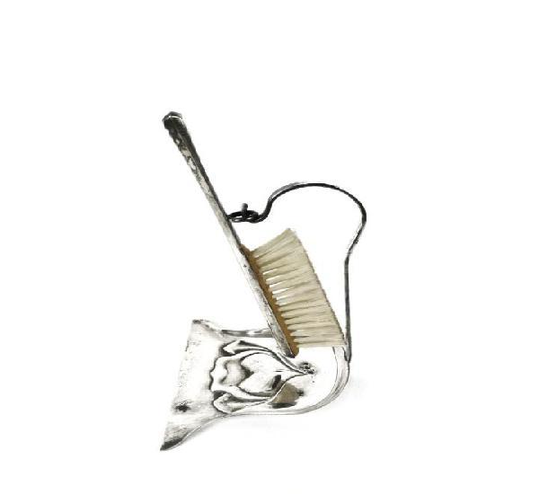 Pala y recogemigas con cepillo