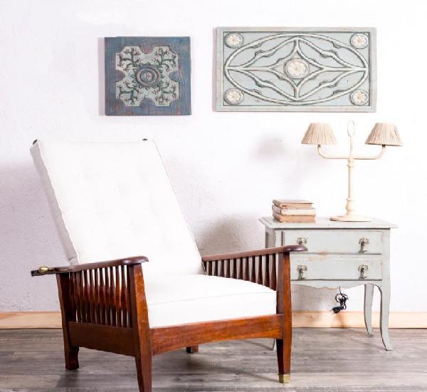 Sillón antiguo de madera reclinable