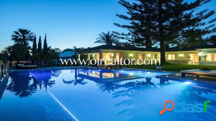 Villa en venta en Elviria, Marbella