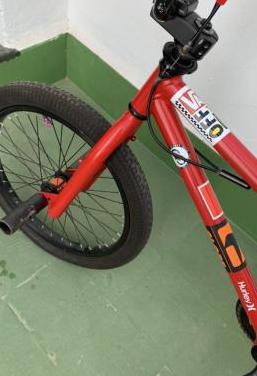 BMX,Bicicleta de rampa y trucos
