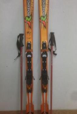 Esquís 130 mm, botas 278mm, bastones