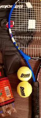 Raqueta de tenis babolat.