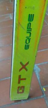 Esqui y bota y bastone