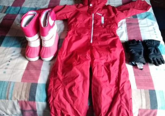Mono,botas y guantes de nieve