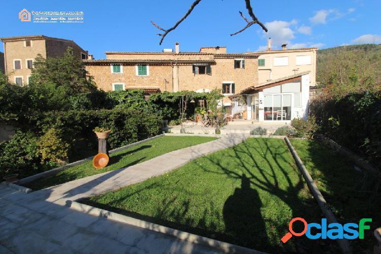 Estupenda casa con jardín y piscina en soller