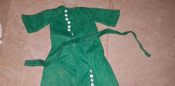 Abrigo maxi verde de la muñeca nancy de famosa.