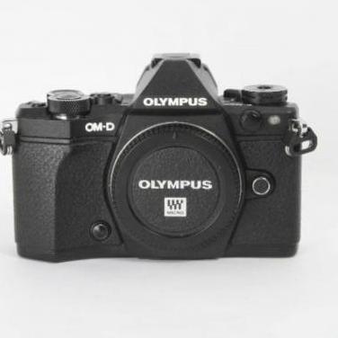 Cámara olympus om-d e-m5 mark ii + grip + 2 ba...