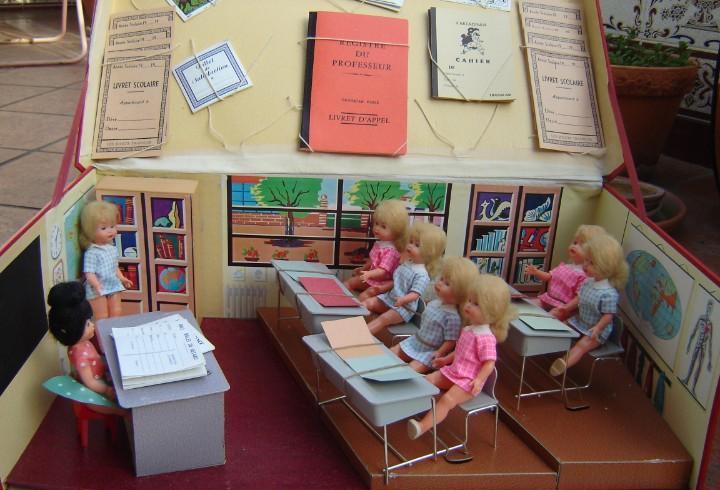 Escuela francesa de muñecas. marca transcar. años 60. «