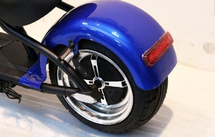 Moto eléctrica azul