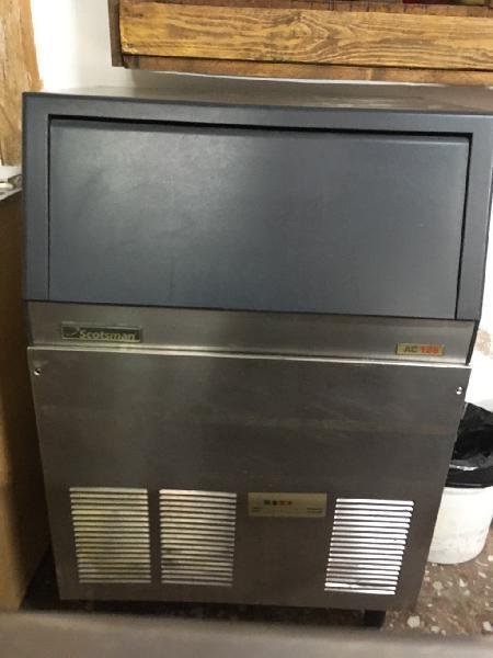 Máquina de hacer hielo 1,20 por 70 aprox